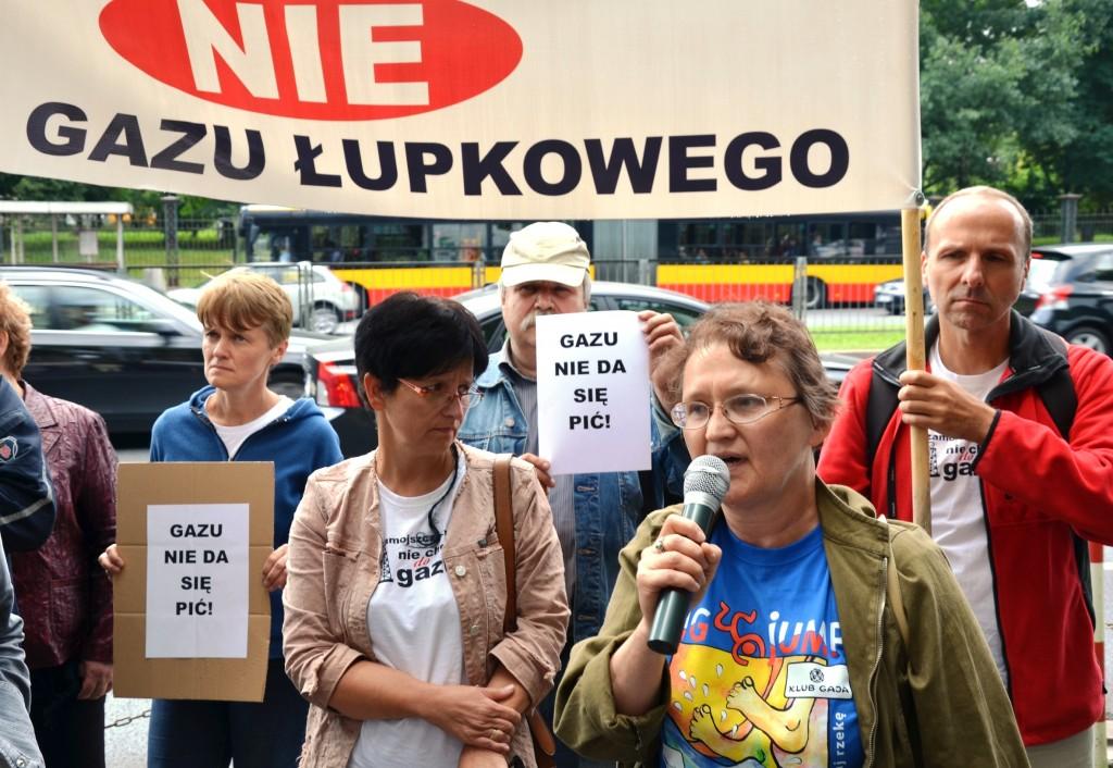 """Anti-Fracking-Demo in Warschau: """"Nein zum Schiefergas"""" und """"Gas lässt sich nicht trinken"""", steht auf den Plakaten der selbst ernannten Occupy-Bewegung. (Foto: Krökel"""