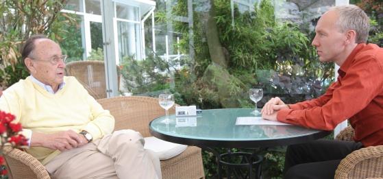Aus erster Hans: Der damalige Bundesaußenminister Hans-Dietrich Genscher im Gespräch mit Ulrich Krökel über die Zeitenwende von 1989. (Foto: Staudt)