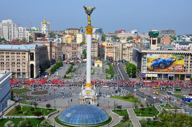 Die Roten marschieren noch immer: 1. Mai 2013 auf dem Majdan in Kiew. (Foto: Krökel)