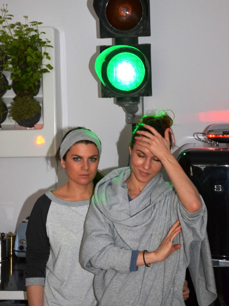 "Klara Kowtun (links) und Antonina Samecka entwerfen Streetwear ""made in Warsaw"". (Foto: Krökel)"