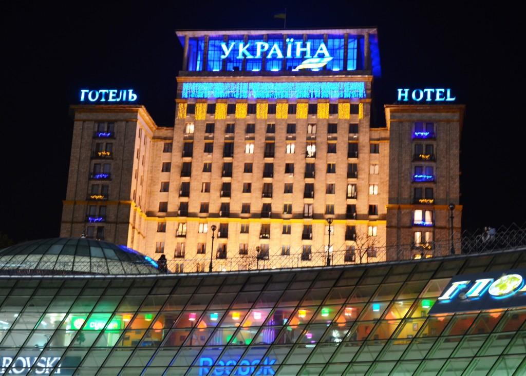 Good old soviet style: Hotel Ukraina am Majdan in Kiew. (Foto: Krökel)