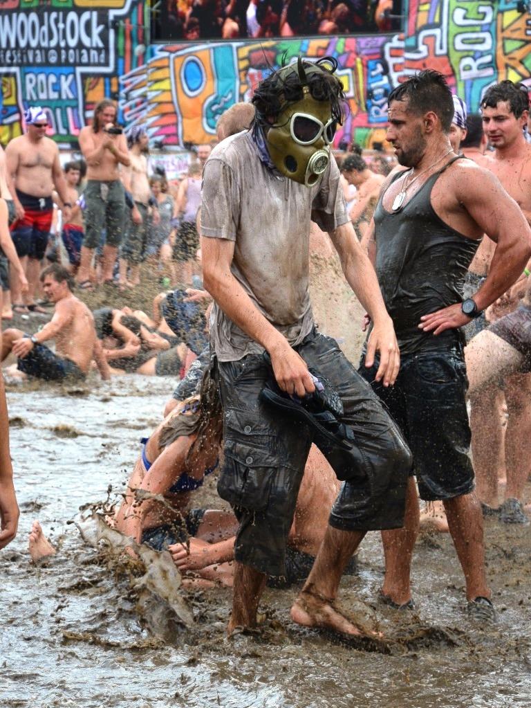 """Schlammschlacht beim Festival """"Haltestelle Woodstock"""" in Kostrzyn an der Oder. (Foto: Krökel)"""