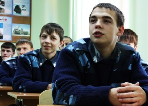 Freie Krieger stellen freie Fragen: Kosakenschüler in Nowotscherkassk. (Foto: Laarz)
