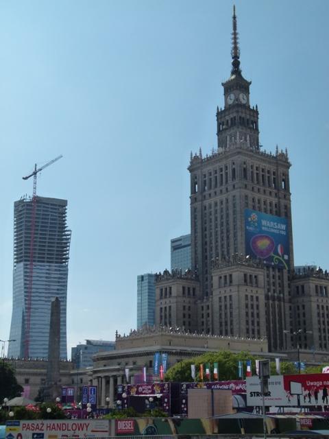 Warschau wächst: Kulturpalast und nagelneuer Liebeskind-Tower. (Foto: Krökel)