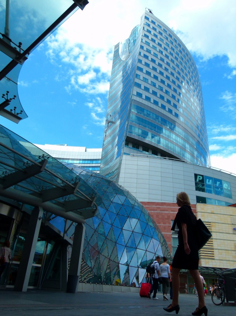 Viele Warschauer gehen lieber shoppen als in die Kirche, auch sonntags.