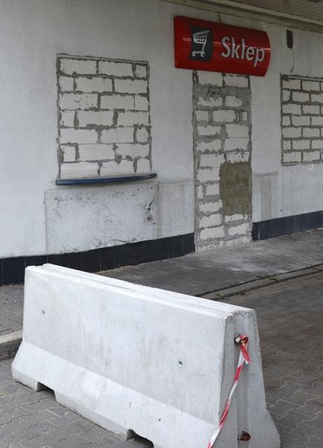 Zugemauerter Tankstellen-Shop am Rande von Warschau. (Foto: Krökel)