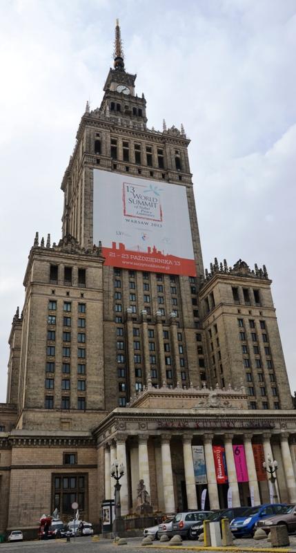 Warschaus Kulturpalast ist der Ort des Gipfelgeschehens. (Foto: Krökel)