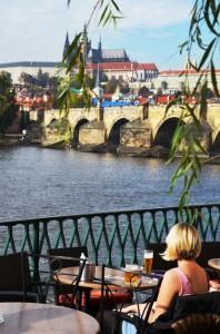 Prager Frühling im Oktober: Nur die Politik stört die Menschen.