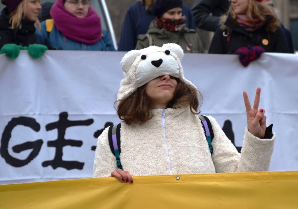 """""""Ich möchte ein Eisbär sein ..."""" Demo am Rande des UN-Klimagipfels in Warschau 2013."""