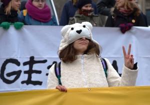 """""""Ich möchte ein Eisbär sein ..."""" Demo am Rande des UN-Klimagipfels in Warschau."""