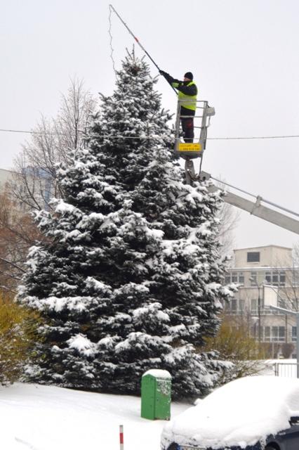 Vorbereitungen auf eine hoffentlich weiße Weihnacht in Warschau. (Foto: Krökel)