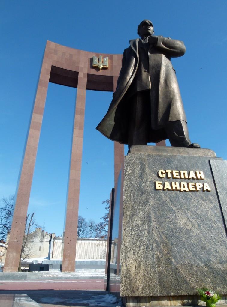 Er ist das historische Vorbild für die Nationalisten in der Ukraine: Stepan Bandera, hier ein Denkmal in Lemberg/Lwiw. (Foto: Krökel)
