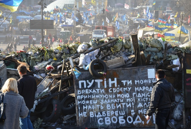 """""""Putin, du kannst dein Volk belügen, du kannst mich demütigen, mir die Knochen brechen und mich sogar töten. Aber du kannst mir nicht die Freiheit nehmen!"""", steht auf diesem Plakat vor den verbliebenen Barrikaden auf dem Maidan. (Fotos: Krökel)"""