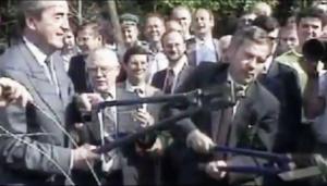 Scherenschnitt am Eisernen Vorhang am 27. Juni 1989: Gyula Horn (links) und Alois Mock. (Screenshot/YouTube).