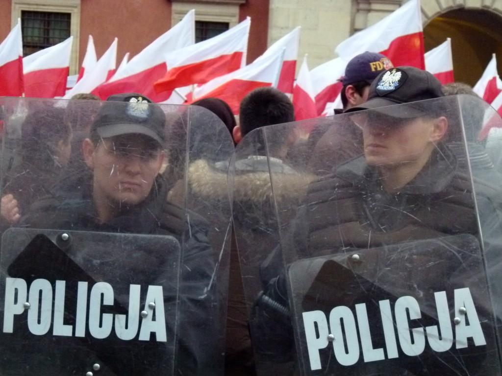 Polizisten schützen einen Aufmarsch von Nationalisten und Neofaschisten in Warschau. (Foto: Krökel)
