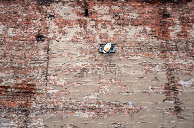Satellitenschüssel in Warschau: Was ist Wahrheit, und wenn ja, wo finde ich sie? (Foto: Krökel)