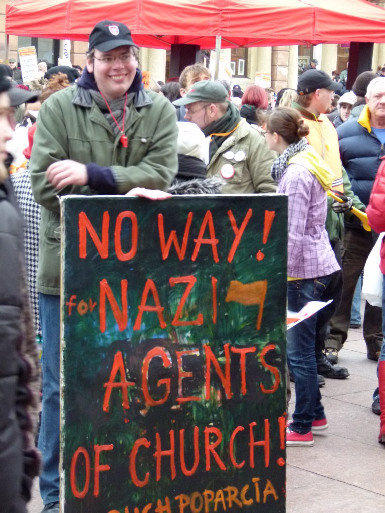 Gegendemonstrant am Rande eines Neonazi-Aurmarsches in Warschau 2010. (Foto: Krökel)
