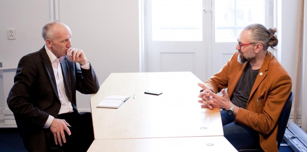 Ulrich Krökel (links) im Gespräch mit KOD-Gründer Mateusz Kijowski (Foto: Piotr Malecki)