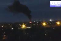 Eskalation des Krieges in der Ost-Ukraine am 26. Mai 2014: Kampfflugzeuge der Regierungstruppen bombardieren den besetzten Flughafen in Donezk.