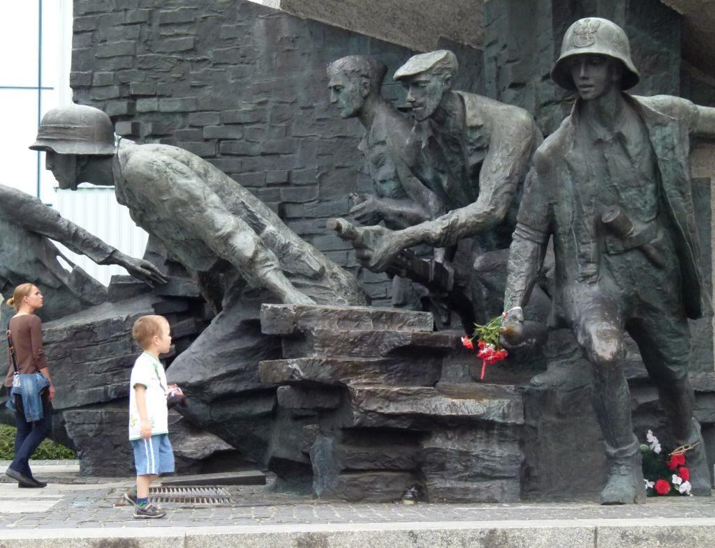 Mahnmal für die Opfer des Warschauer Aufstandes 1944: Polens Kinder sollen nach dem Willen der PiS-Regierung wieder mehr über die eigene Geschichte lernen. (Foto: Krökel)