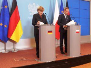Angela Merkel und Donald Tusk bei einer Pressekonferenz im Jahr 2013, als Tusk noch polnischer Premier war. (Foto: Kroekel