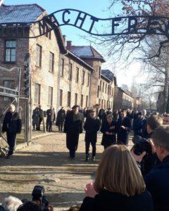 """Die zynische Überschrift """"Arbeit macht frei"""" steht über dem Tor zum Stammlager Auschwitz, in dem Pani Anna eingekerkert war."""